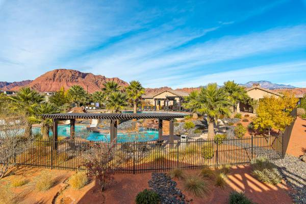 Vacation homes near Zion National Park - Paradise Village at Zion house #33 Poolside Retreat
